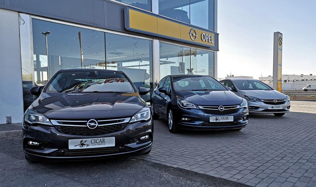 Varias unidades de Opel Astra 5p Dynam 1.4t 125cv S/S en Tenerife