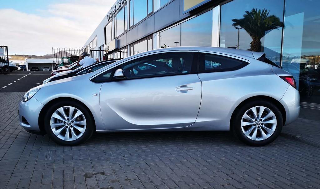 Varias unidades de Opel Astra Gtc Sportive 1,4 Turbo 140cv S/S en La Palma