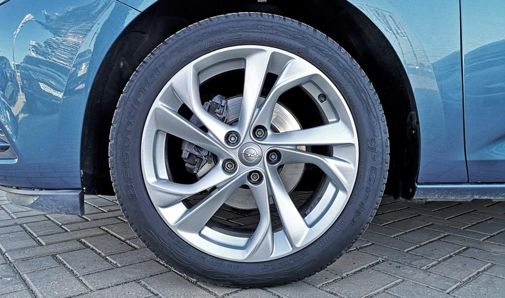 Varias unidades de Opel Astra 5p Selective 1.4t 125cv S/S en La Palma