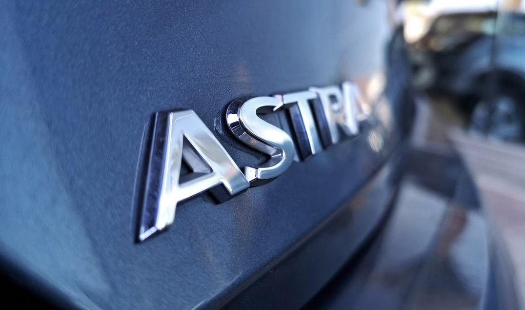 Varias unidades de Opel Astra 5p Dynam 1.4t 125cv S/S en La Palma