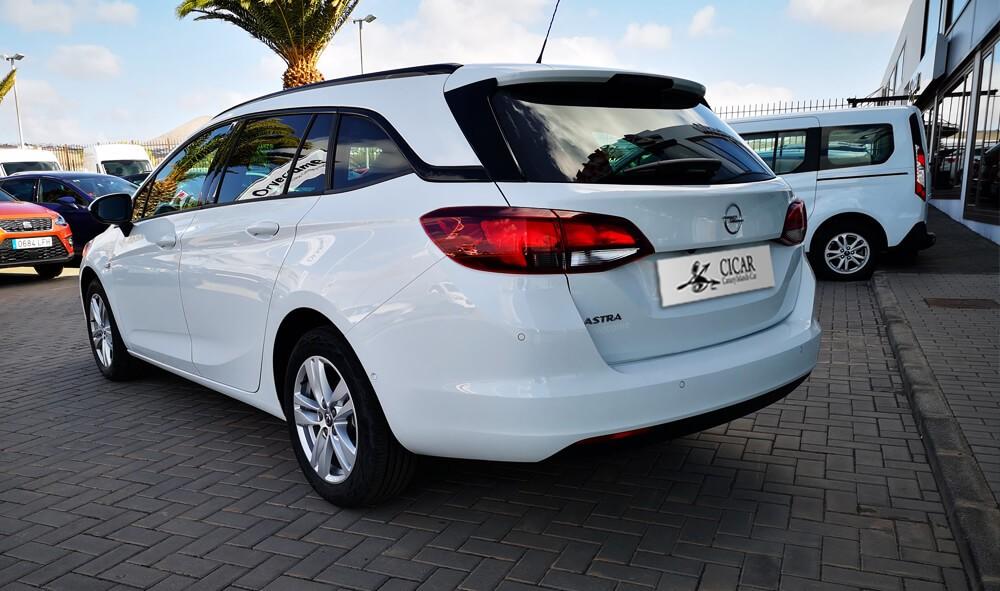 Varias unidades de Opel Astra St Excel 1.6d 136cv S/S en La Palma