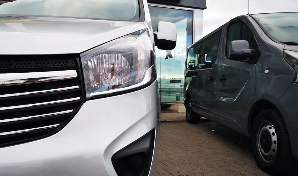 Varias unidades de Opel Vivaro Combi 9 Plazas L1(corto) totalacristal en Fuerteventura