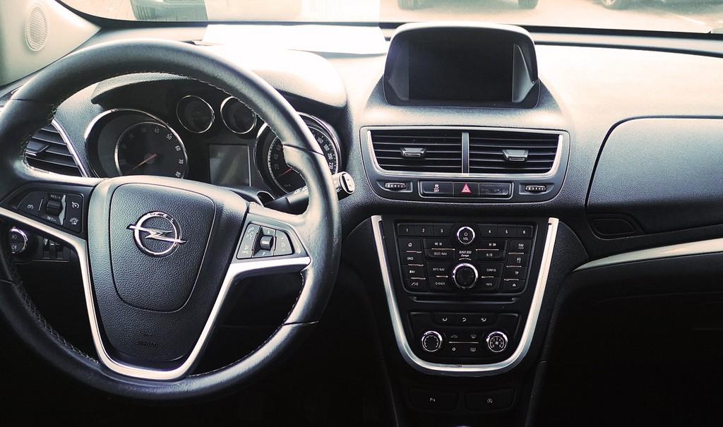 Varias unidades de Opel Mokka Selective 1,4 T. 4X2 s&S 140cv en La Palma